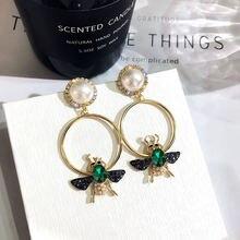 Серьги подвески женские круглые золотистые с жемчугом и кристаллами