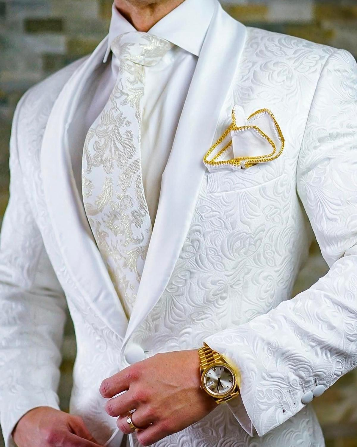 High Quality One Button White Paisley Groom Tuxedos Shawl Lapel Groomsmen Mens Suits Blazers (Jacket+Pants+Tie)  006 1