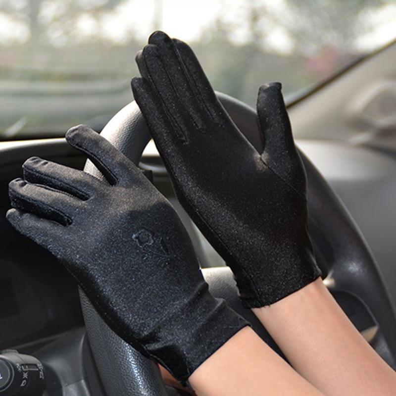 Summer Sunscreen Driving Gloves Women Breathable Thin Short Elasticity Full Finger Lace Gloves Cute Dot Anti-UV Cycling Glove K2