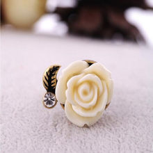 2019 new European American big fashion female models rose flower finger ring Italina girlfriend gifts hollow lace flowers ring(China)