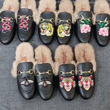 2021designer mulher chinelos de couro luxo novos sapatos muller preguiçoso sapatos de pele de coelho plana fechado dedo do pé metade chinelos sapatos casuais