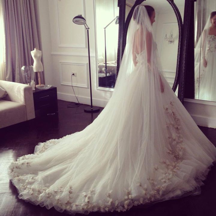 Luxurious Bridal Gown A-Line Strapless Court Train Flowers Beading Tulle Long Wedding Dresses