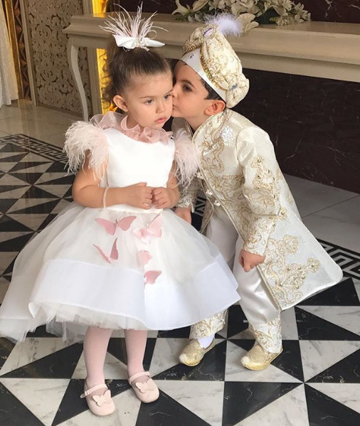 Flower Girl Dresses Cap Feather Sleeve Knee Length Christening Baby Dresses Birthday Party Dresses Butterfly Applique
