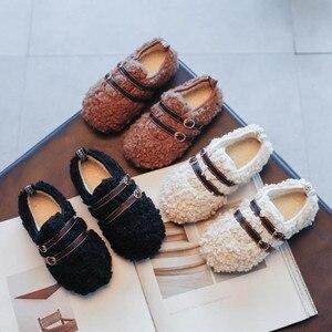 Зимняя обувь из искусственного меха с пряжкой, обувь на плоской подошве для маленьких девочек, детская обувь из белого меха