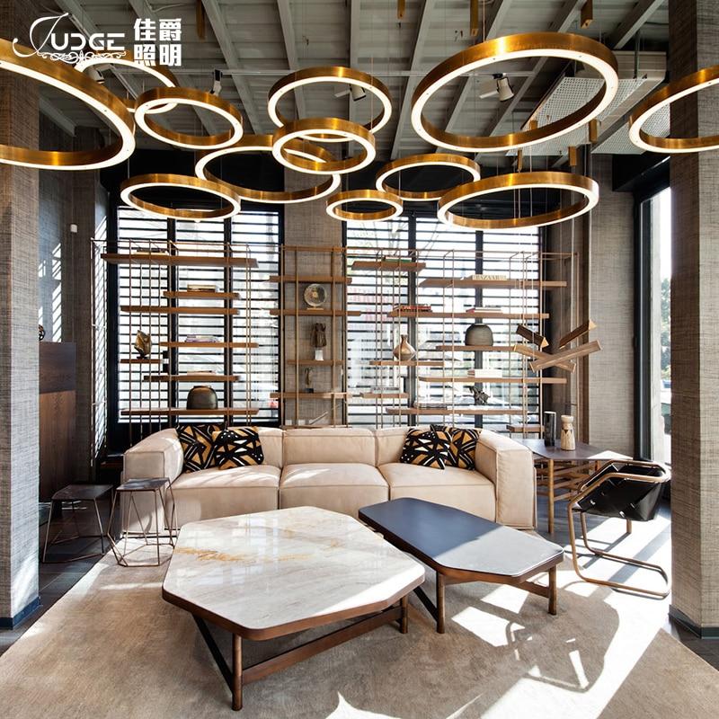 Led anel de ouro forma um lustre pós moderna concisa originalidade personalidade lobby uma sala estar lâmpada do hotel um lustre