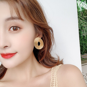 Europe and America fold metal texture glossy geometric earrings niche shape simple temperament female earrings