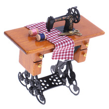 1/12 Wooden Dollhouse Miniature Furniture Vintage Miniature Sewing Machine With Cloth