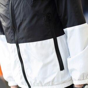 Image 5 - HCXY 2019 mężczyzna lato wiatrówka odzież męska ochrona przed słońcem płaszcze kurtki mężczyźni z kapturem cienkie światło Patchwork kurtka znosić