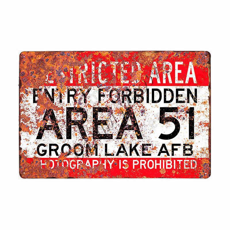 Obszar ostrzeżenie 51 w stylu Vintage metalowa plakietka emaliowana UFO obszar działalności ostrzegają niebezpieczeństwo tablica dekoracyjna Retro sztuki malowanie naklejki wystrój domu WY80