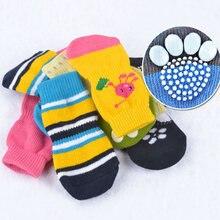 4 sztuk/zestaw nowy szczeniaczek skarpetki z dzianiny małe psy bawełniane antypoślizgowe buty Cat Indoor Wear Slip On ochraniacz na łapy losowy kolor hurtownie