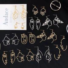 Женские серьги подвески с абстрактным рисунком золотого цвета