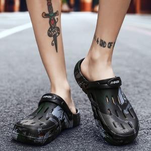Image 3 - グラフィティプリント男性の夏の靴穴サンダル中空通気性フリップワニファッションビーチスリッパ防水靴