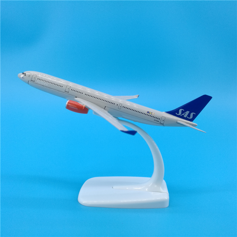 16cm Scandinavian Airlines A330 Simulation Static Airliner Metal Decoration SAS A330 1: 400 Aircraft Collectible Airplane Models image