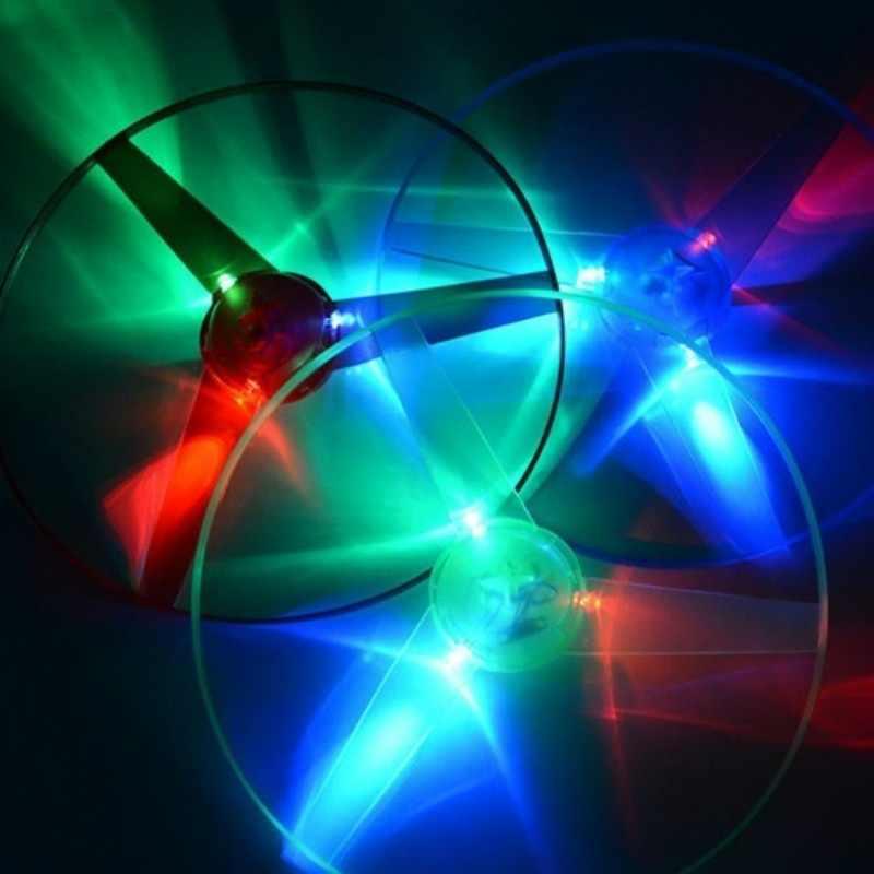 Komik dönen el ilanı aydınlık uçan UFO LED ışık kolu flaş uçan oyuncaklar çocuklar için açık oyun renk rastgele