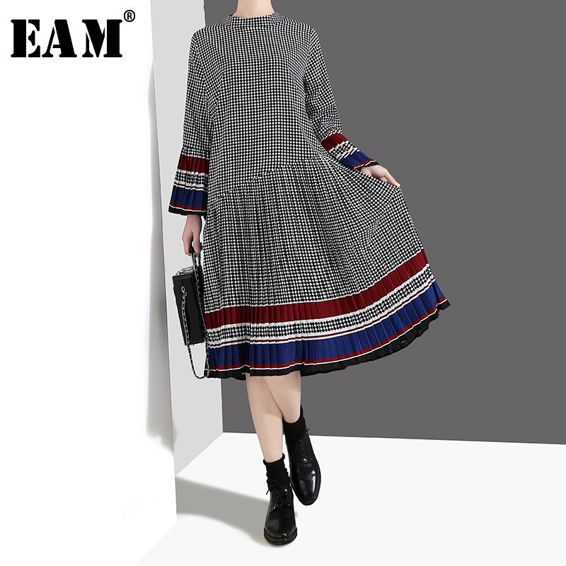 [EAM] 2020 New Spring Summer Stand Collar Long Flare Sleeve Plaid Printed Ruffle Pleated Hem Loose Dress Women Fashion JO187