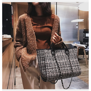 Image 2 - Ansloth Winter Classic Plaid Womens Handbags Woolen Bag For Women Shoulder Bags Patchwork Chain Bag Large Top Handle Bag HPS217