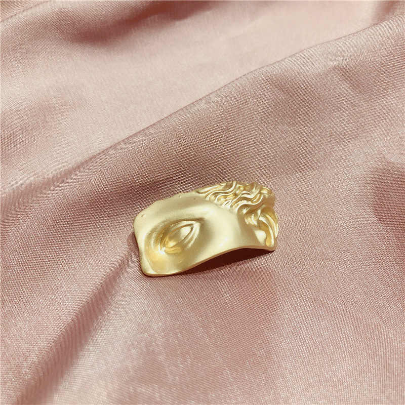 Aomu 1 pc 2019 moda metal fosco broche abstrato máscara facial broches de olho para as mulheres cor do ouro broche pino festa jóias presentes