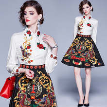 купить Runway Designer Shirt Dress 2019 Summer Women Fall Contrast Color Floral Long Sleeve Dragon Print Vintage White Black Midi Dress дешево