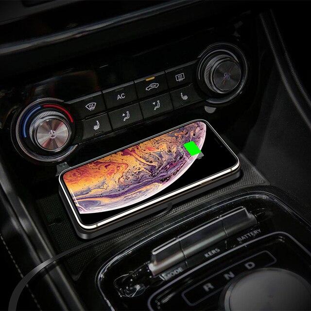 QIไร้สายได้อย่างรวดเร็วสำหรับiPhone 11 XS 12รถชาร์จPadสำหรับSamsung S10แท่นวางลื่นเสื่อรถแผงควบคุม
