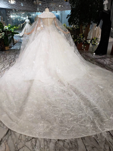 Image 2 - BGW HT5610 Luxury Swollen Wedding Dresses With Detachable Special Cape Illusion Back Luxury Handmade Ball Gown Wedding Gown 2020