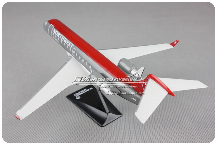American Northwest Airlines NWA Jet Airlink CRJ-200 1: 100 Plastic Assembled Aircraft Model 28cm for Collective plane model image
