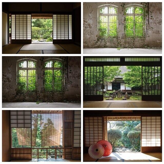 Laeacco 오래 된 집 창 풍경 녹색 나무 포도 나무 빈티지 Grunge 아기 초상화 사진 배경 사진 배경 Photocall
