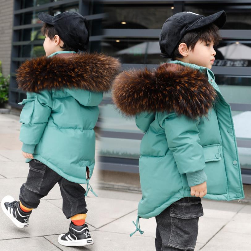 Высокое качество, для маленьких мальчиков и девочек с воротником из натурального меха, пуховая куртка с капюшоном зимние новые модные теплы...