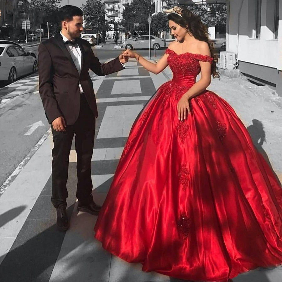 Robe de soiree 2019 Long   Prom     Dresses   Short Sleeves Sweetheart Ball Gown Lace Applique Satin Ladies Evening Gown