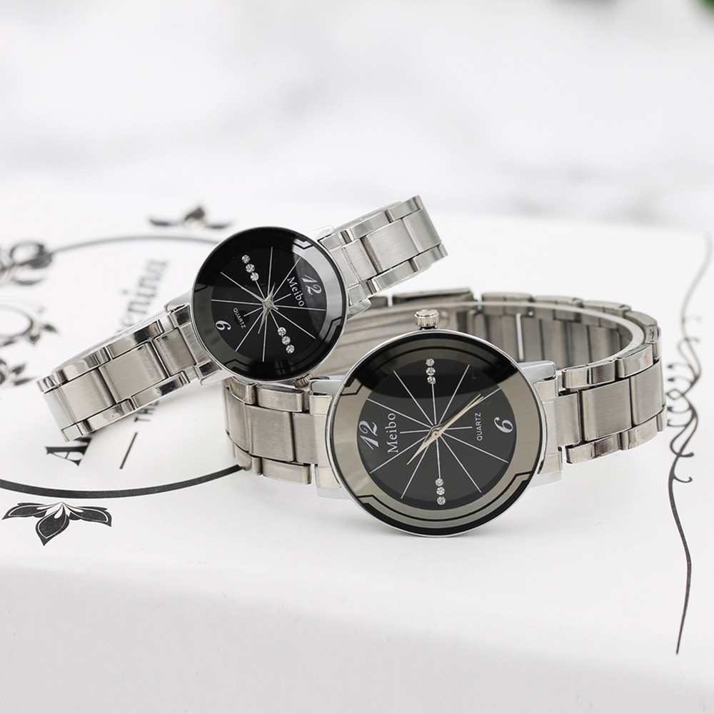 2019 Fashion Round Couple Watch Hot Black And White Dial Tungsten Steel Pointer Male And Female Students Temperament Watch