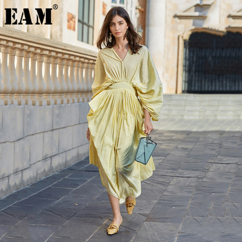 [EAM] Women Backless Pleated Yellow Long Dress New V-Neck Three-quarter Sleeve Loose Fit Fashion Tide Spring Summer 2020 1W842