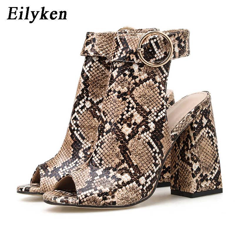 Eilyken yaz yeni toka kayış yarım çizmeler roma kadın gladyatör sandalet seksi yılan baskı Peep Toe kare topuklu bayan ayakkabıları