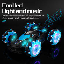 Lbla b2 1:14 2.4g 4wd controle remoto rc dublê carro cruz spray deformação torção gesto de rádio detecção deriva veículo música luz