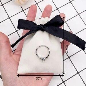 Image 2 - 50Pcs 7cm x 9cm תכשיטי קטיפה שקיות עם סרט פלנל שקיות ממתקי חתונה אריזת מתנת חג המולד קישוט יכול לוגו מותאם אישית