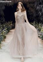 Светлое женское платье без рукавов 2020 с бисером блестками