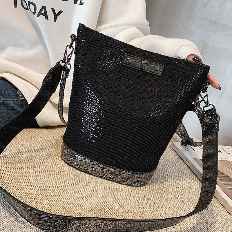 Fashion Luxurious Female Korean Sequin Bling Black Bag Shoulder Bucket Bag Designer Ladies Crossbody Messenger Bags B42-29