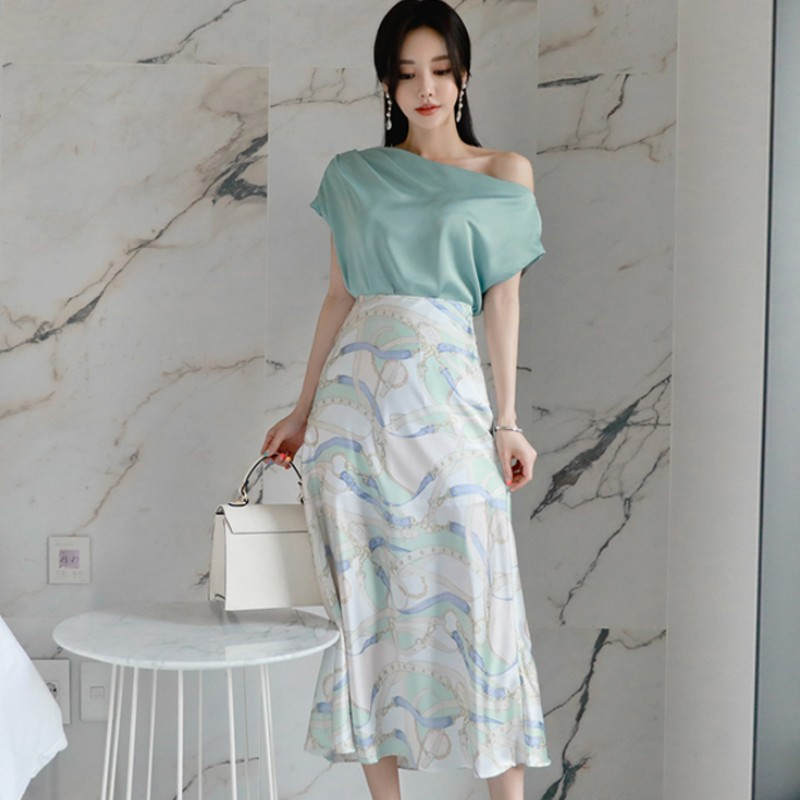 Women Summer Fashion 2-piece Set Sexy Slash Neck Tops + High Waist Print Skirt Sets 2020 Elegant Suit