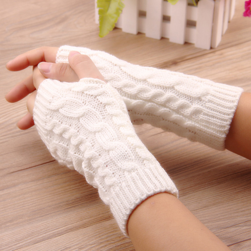 Winter women's wool half-finger gloves twist knitting to keep warm lovers riding and playing mobile phone fingerless B80