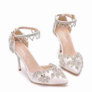 Image 3 - 크리스탈 퀸 라인 석 펌프 여성 얇은 하이힐 지적 발가락 발목 스트랩 샌들 웨딩 신발 파티 힐 여성 신발