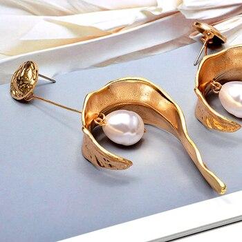 Hang Pearl Gold Metal Long Drop Earrings  5