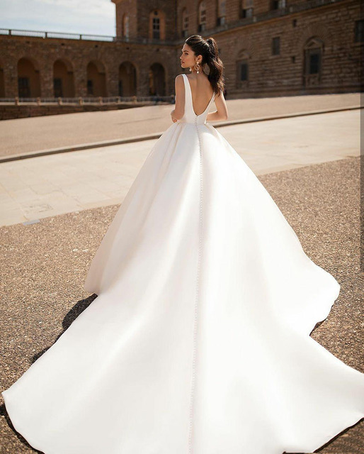 Simple 2021 Wedding Dresses Sexy V Neck Removable Long Sleeves Vintage Satin Wedding Gowns Backless Beach Bridal Dress 3