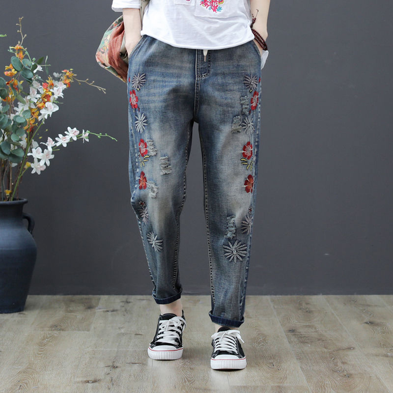 Summer New Arts Style Women Flower Embroidered Jeans Elastic Waist Loose Denim Harem Pants Plus Size Vintage Ripped Jeans D555
