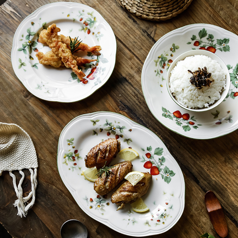 Retro Strawberry Plate Cream Ceramic Oval Plate Deep Dish Soup Bowls Embossed Tableware Salad Dessert Decorative Dinnerware