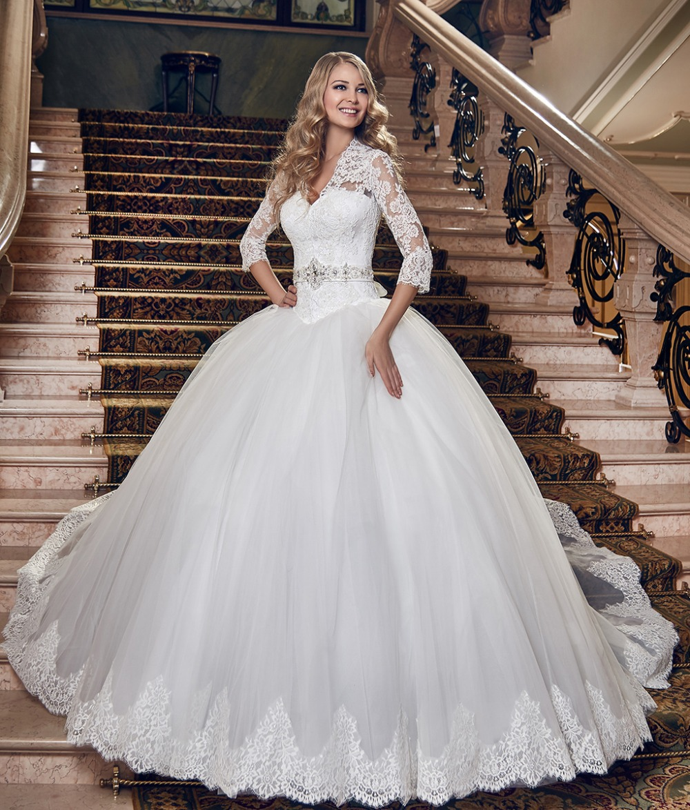 Elegant V-Neck Three Quarter Sleeves Backless Lace Appliques Ball Bridal Gown Vestido De Noiva 2018 Mother Of The Bride Dresses