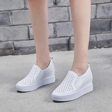 Женские кожаные кроссовки на танкетке лоферы каблуке 7 см белые
