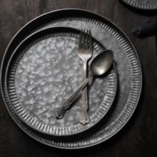 Retro Set di Piastre Retro Ferro Fantasia Set Vassoio Da Dessert Torta Piatto di Frutta Decorazione Della Casa Tono Scuro Cibo Fotografia Prop