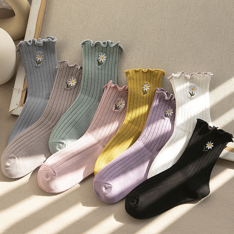 Streetwear Little Daisies Embroider Cute Socks Women Japanese Korean Harajuku Style Kawaii Socks Autumn Winter For Ladies
