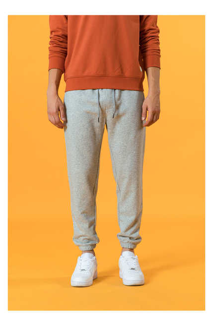 Casual sweatpants with pockets and drawstring
