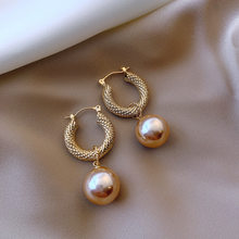 Fashion Exquisite Designer Super Flash French Vintage Metal Pearl Hong Kong Wind Earrings for Women