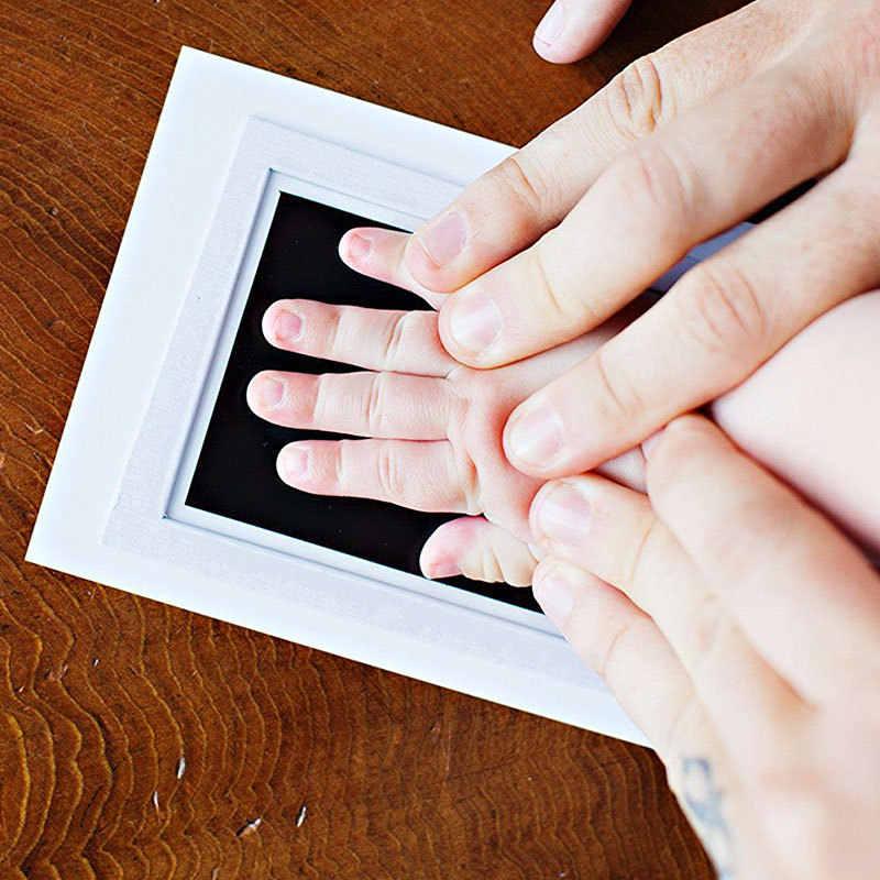 Baby Handprint รอยเท้าพิมพ์ชุดกรอบรูปแผ่นสัมผัสแบบสัมผัสปลอดสารพิษของที่ระลึกรายเดือน Birth สติกเกอร์สำหรับของขวัญ