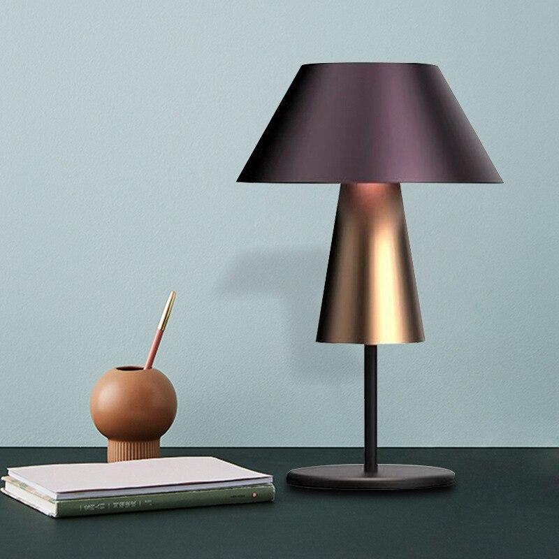 Işıklar ve Aydınlatma'ten Masa Lambaları'de Modern örnek odası başucu lambası İskandinav sözleşmeli tasarım oturma odası mor kumaş kapak dekorasyon lambası title=
